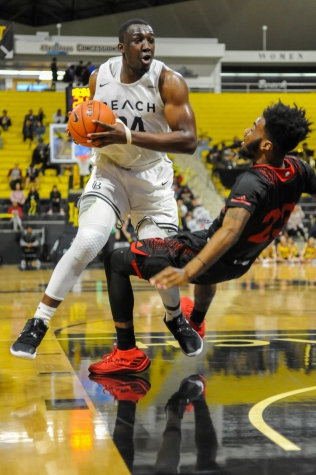 Long Beach State men's basketball beats UC Irvine